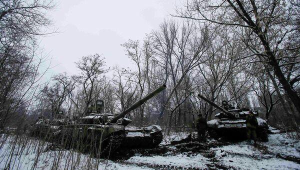 Танки ополчения ДНР возле города Горловка. 10 февраля 2015.