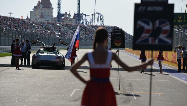Перед началом гонки на российском этапе чемпионата мира по кольцевым автогонкам в классе Формула-1