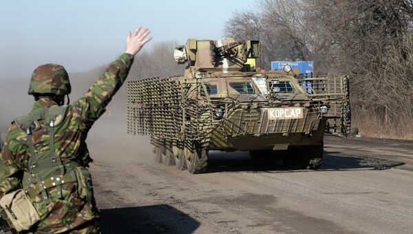 Бронемашина украинских вооруженных сил на дороге у города Артёмовск, Донецкая область