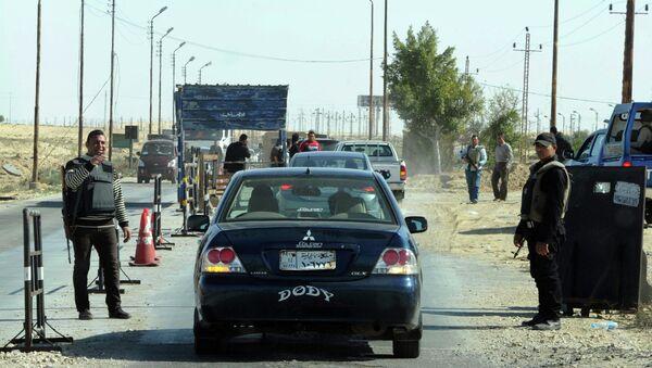 Египетская полиция проверяет автомобили. Архивное фото