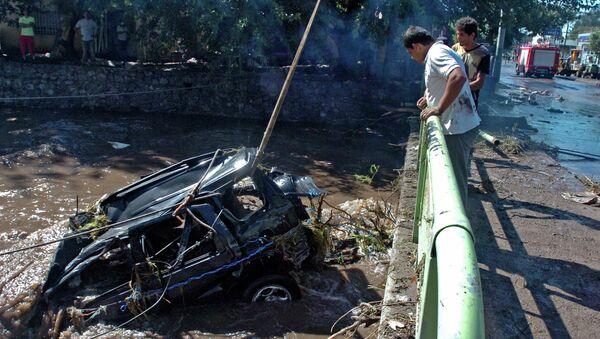 Последствия наводнения в провинции Кордова, Аргентина. 16 февраля 2015
