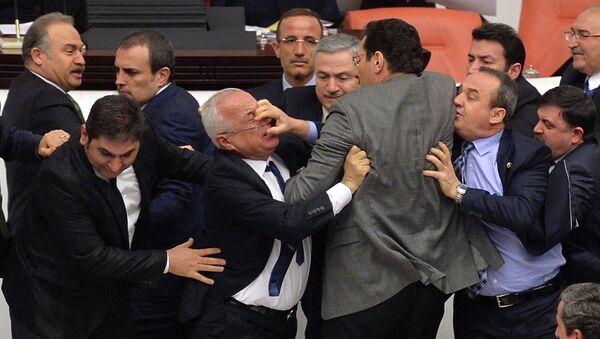Драка в парламенте Турции 20 февраля 2015