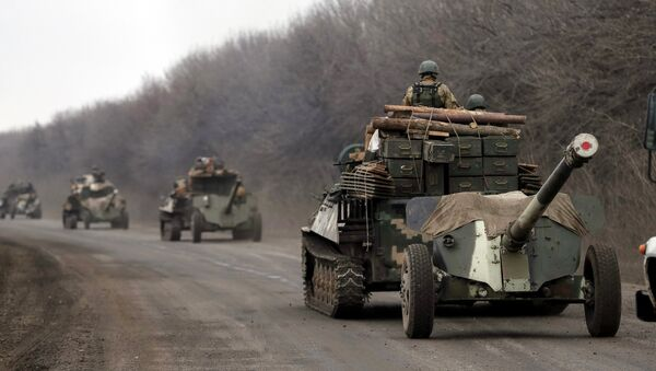 Солдаты украинской армии во время отвода войск из окрестностей Дебальцево