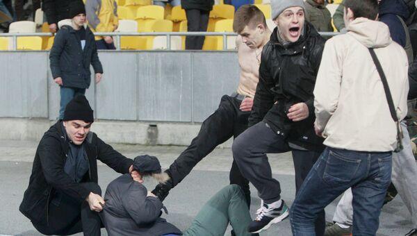 Болельщики киевского Динамо на матче между киевским Динамо и французской командой Генгам