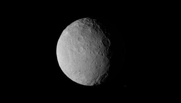 Одна из последних фотографий Цереры, на которой можно увидеть гигантский блин на экваторе карликовой планеты