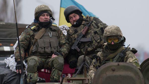 Украинские военнослужащие на бронетехнике возле Артемовска, Донецкая область
