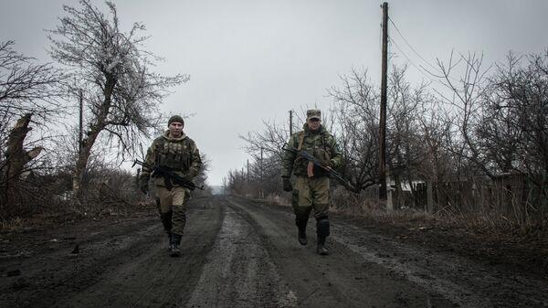 Ополченцы Луганской народной республики в поселке Чернухино. Архивное фото