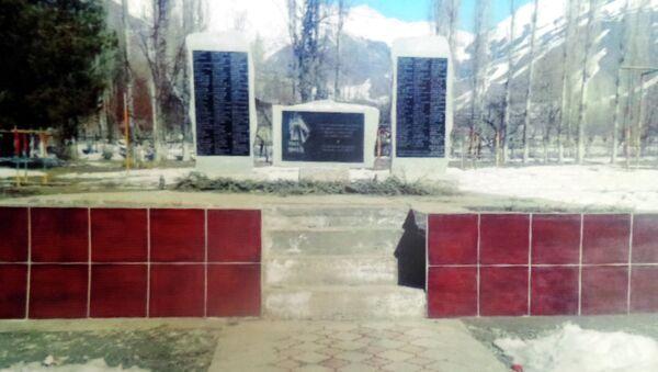 Монумент в память об участниках Великой Отечественной войны, воздвигнутый Таалайбеком Боромбаевым