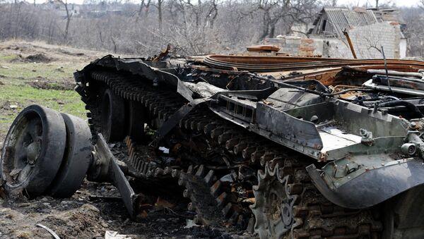 Поврежденная военная техника у поселка Логвиново Донецкой области. Архивное фото.