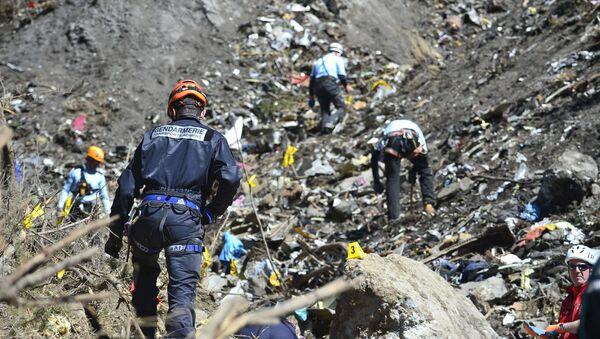 Поисково-спасательные работы на месте крушения самолета Airbus A320 на юго-востоке Франции
