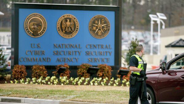 Полицейский на территории Агентства национальной безопасности США. Архивное фото