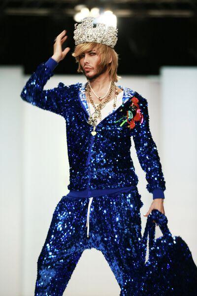 Стилист Сергей Зверев во время показа моделей Yanastasia