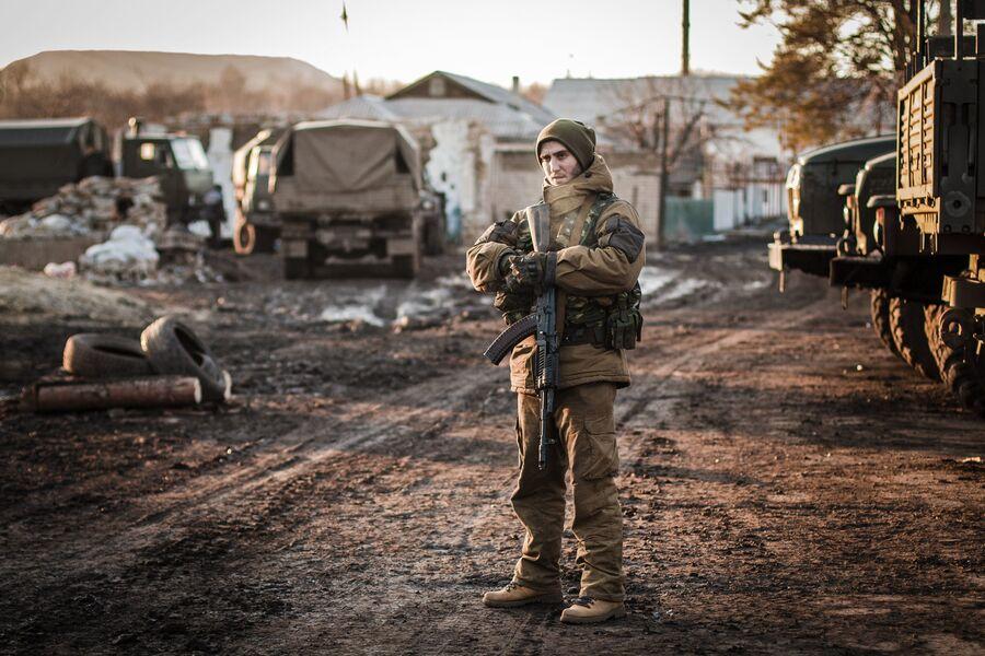 Ополченец ДНР в окрестностях Дебальцево Донецкой области