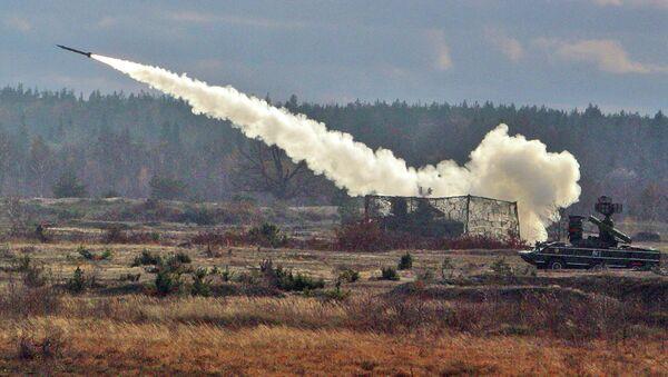 Пуск ракеты из зенитно-ракетного комплекса Оса во время тактических учений. Архивное фото
