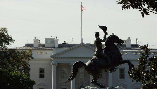 Памятник президенту Эндрю Джексону перед Белым домом.  Архивное фото