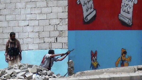 Бойцы против повстанцев Хути в городе Аден. Йемен, апрель 2015. Архивное фото