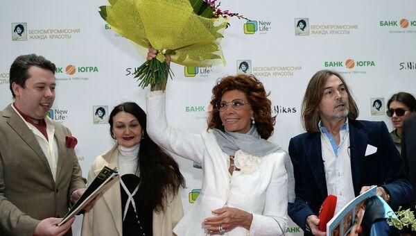 Итальянская актриса Софи Лорен и художник Никас Сафронов на открытии выставки Бескомпромиссная жажда красоты в Москве
