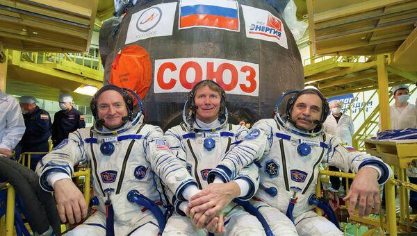 Участники основного экипажа транспортного пилотируемого корабля Союз ТМА-16М