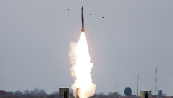 Пуск ракеты зенитно-ракетной системой С-300. Архивное фото