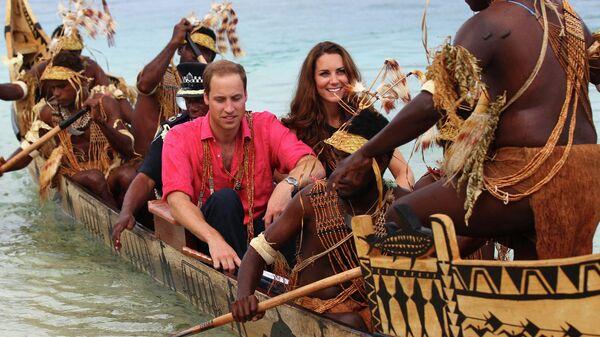 Кейт Миддлтон и принц Уильям во время визита на Соломоновы острова