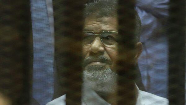 Экс-президент Египта Мухаммед Мурси во время оглашения приговора