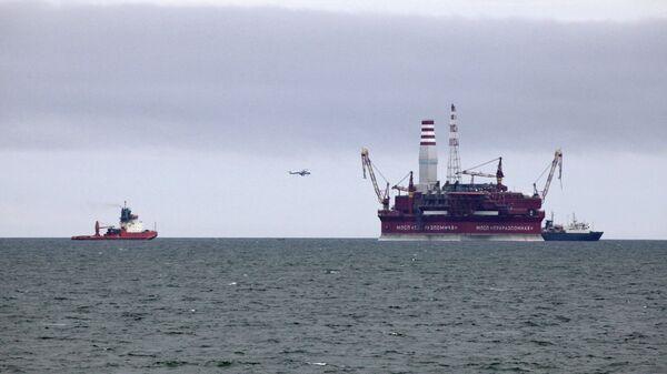 Нефтедобывающая платформа Приразломная в Баренцевом море