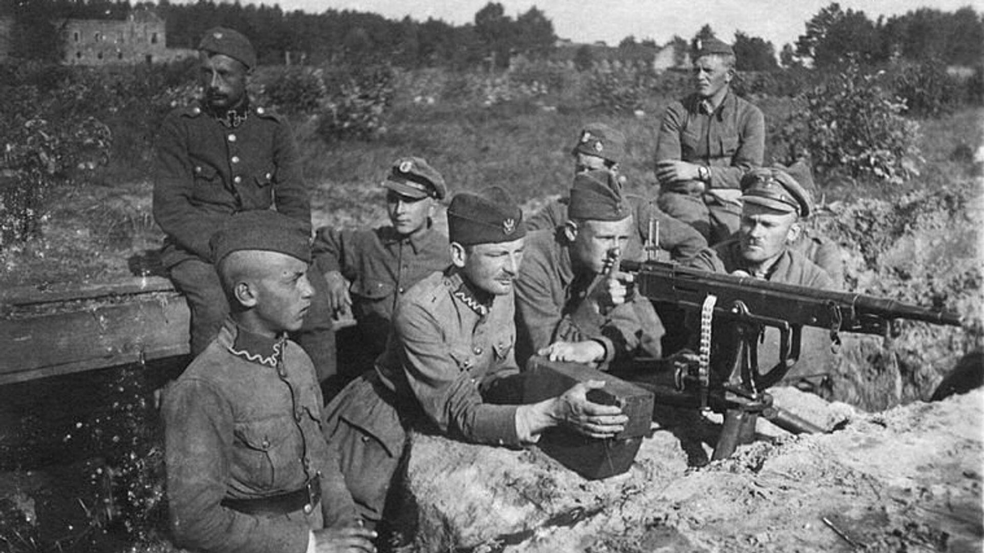 Польские солдаты в окопах под Милосной, август 1920 г. Советско-польская война - РИА Новости, 1920, 16.03.2021