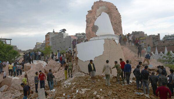 Разрушенная в результате землетрясения Башня Дхарахара в Катманду, Непал