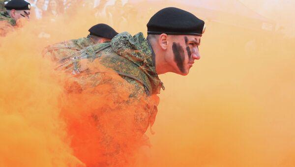Показательные выступления морских пехотинцев Балтийского Флота перед стартом военно-спортивной игры Гонка героев, Калининград