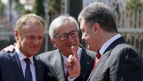 Президент Украины Петр Порошенко встречает президента Европейского совета Дональда Туска и президента Европейской комиссии Жан-Клода Юнкера в преддверии саммита в Киеве