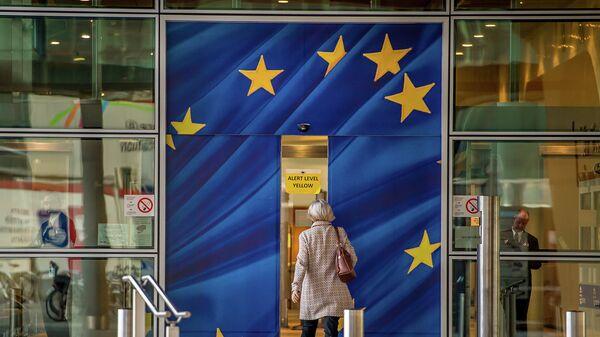 Вход в здание Еврокомиссии в Брюсселе. Архивное фото