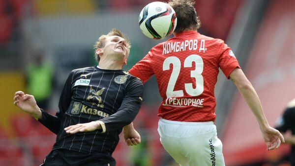Игрок Спартака Дмитрий Комбаров в матче с Рубином