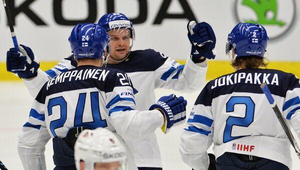Игроки сборной Финляндии Йоонас Кемппайнен, Ансси Салмела и Юрки Йокипакка