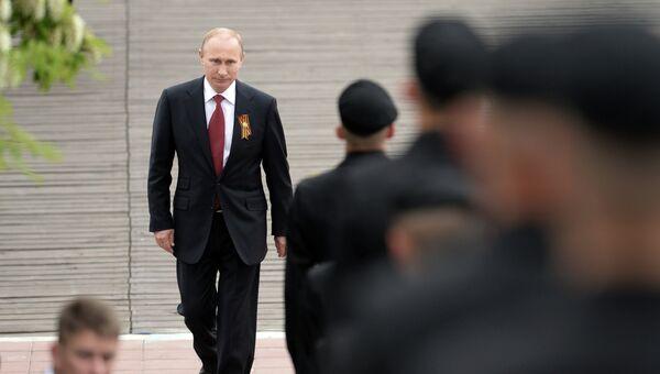 Президент России Владимир Путин перед началом военного парада посвященного 69-й годовщине Победы в ВОВ. Архивное фото