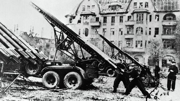 Советские военные во время боев на улицах Берлина. Архивное фото