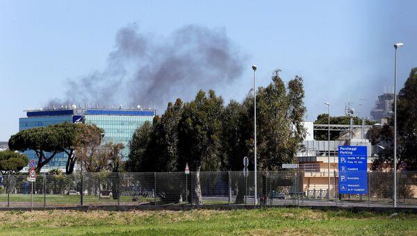 Дым виден над одним из терминалов международного аэропорта имени Леонардо да Винчи