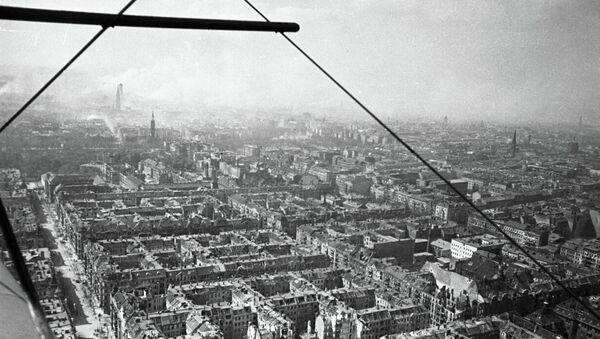 Вид разрушенного Берлина с советского самолета. Архивное фото