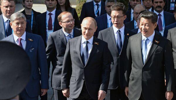 Президент Российской Федерации Владимир Путин перед началом военного парада в ознаменование 70-летия Победы в Великой Отечественной войне