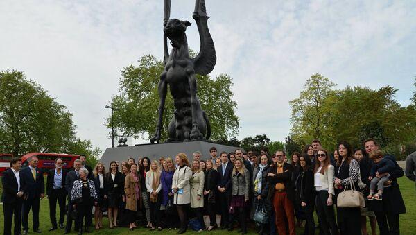 Открытие скульптуры Даши Намдакова Хранительница в Лондоне