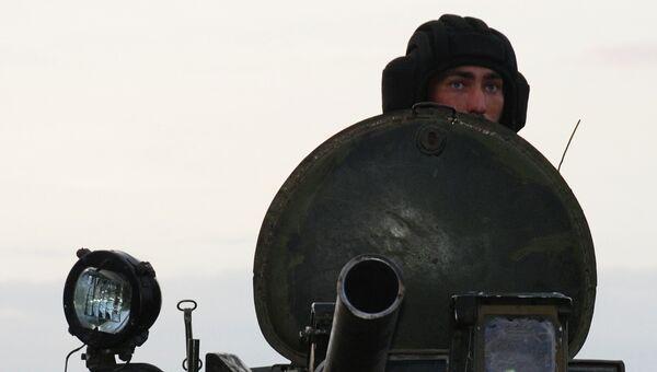 Ополченец ДНР во время учений. Архивное фото