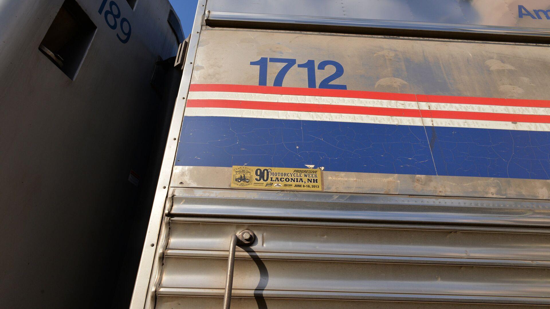 В США погибли три человека при сходе поезда с рельсов