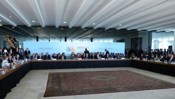 Во время торжественной церемонии фотографирования лидеров БРИКС с южноамериканскими лидерами. Архивное фото.