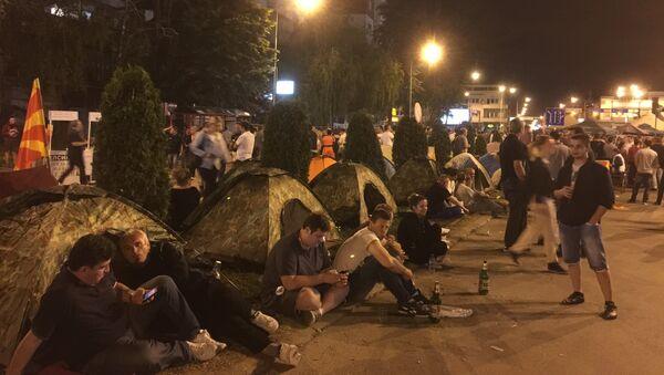 Участники бессрочной акции протеста в центре Скопье