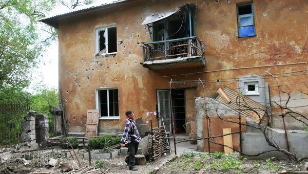 Дом, разрушенный в результате обстрела украинскими силовиками в Донецке. Архивное фото