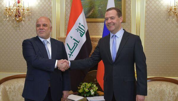 Председатель правительства РФ Дмитрий Медведев во время встречи с премьер-министром Ирака Хайдаром аль-Абади. Архивное фото.
