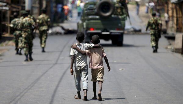 Мальчики на улице Бужумбуры, столицы Бурунди