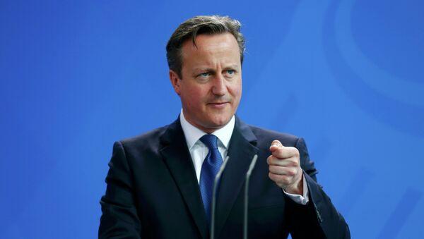 Премьер-министр Британии Дэвид Кэмерон на совместной пресс-конференции с канцлером Германии Ангелой Меркель по итогам встречи в Берлине