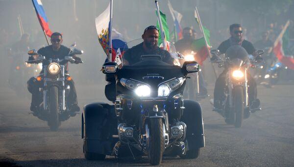 Чеченские участники байкерского клуба Ночные волки во время дрифт-шоу Спасибо за Победу! в Грозном