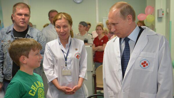 Президент РФ В.Путин посетил НИИ неотложной детской хирургии и травматологии