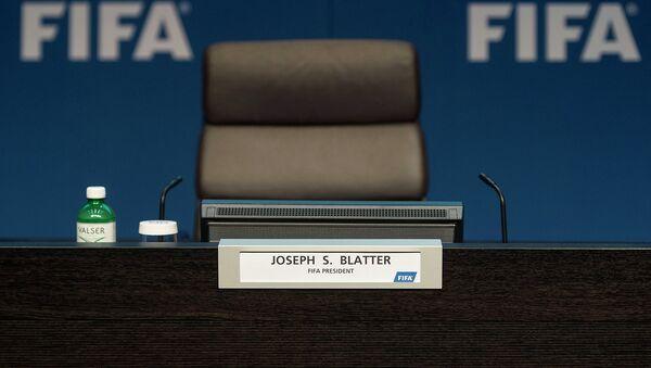 Место восьмого президента ФИФА Йозефа Блаттера перед пресс-конференцией. Архивное фото